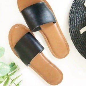 Universal Thread Kerrigan Sandals Black